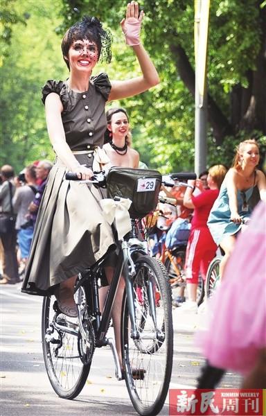 复古美女骑车赛
